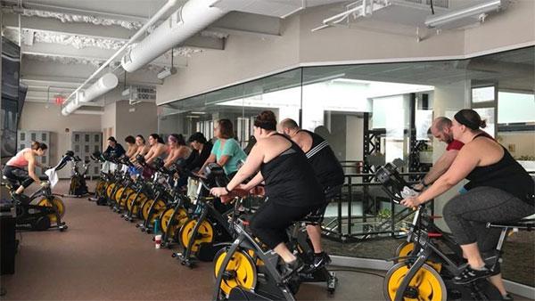 Nueva iniciativa de gimnasio que genera su propia electricidad