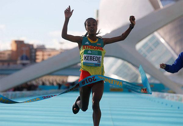 Triplete mundial y récord femenino en el Medio Maratón de Valencia