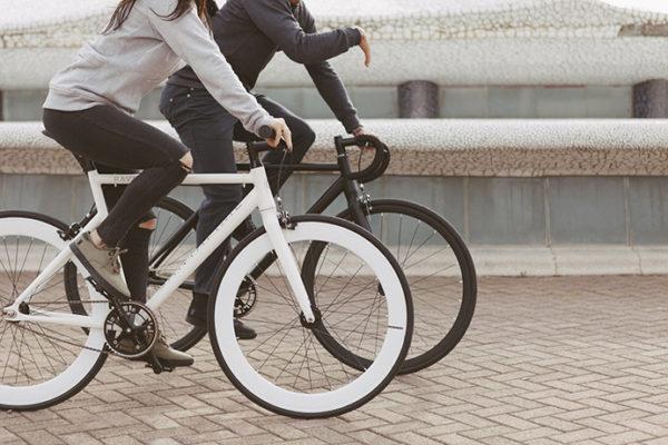 Santafixie distribuye sus bicicletas de marca propia en tiendas físicas