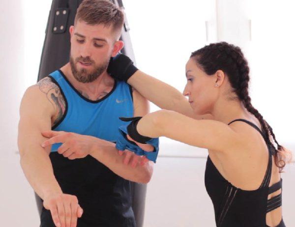 Fusionar boxeo, muay thai y yoga en el entrenamiento