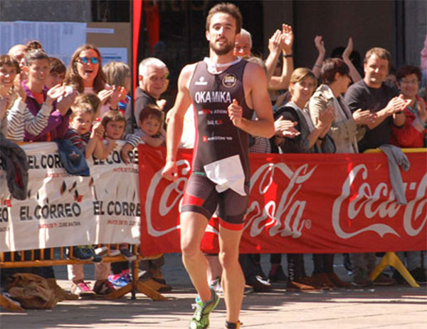 El triatleta Ander Okamika, herido grave tras un choque con un coche
