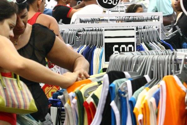 Las ventas del comercio en Cataluña se debilitan en mayo