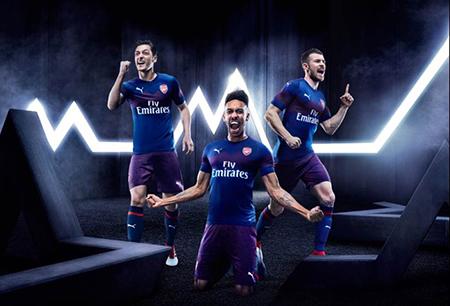 Puma vuelve a vestir al Arsenal de azul en su camiseta visitante