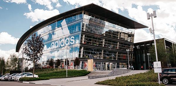 Adidas sufre una fuga de datos de los clientes de su tienda online