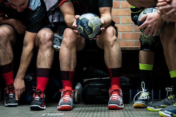 Decathlon lanza tres nuevas marcas propias para los deportes de equipo