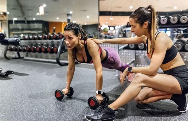 Entrenadores afables e informados, la clave de la retención de clientes en gimnasios