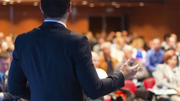 Cómo destacar como ponente en un evento