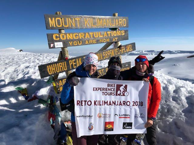 Ruth Moll, primera europea en escalar el Kilimanjaro en bicicleta