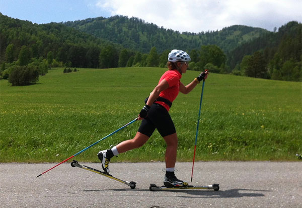 Cómo practicar rollerski, el esquí de verano