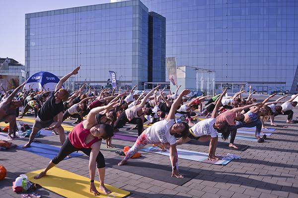 DiR reúne a más de mil personas en Barcelona para celebrar su Yoga Day 2018