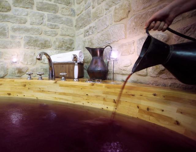 Galicia estrenará el primer spa de vinoterapia