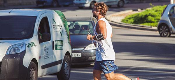 10 consejos para correr con seguridad en la ciudad y por carreteras