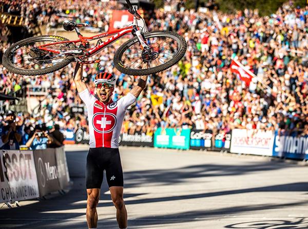 Nino Schurter hace historia con su séptimo título de Campeón del Mundo