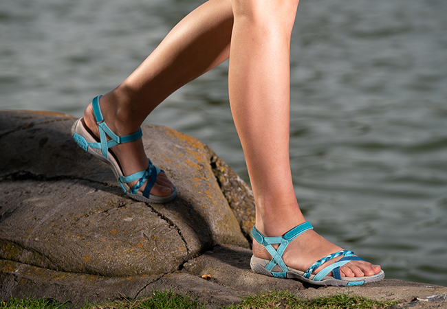 Chiruca llena de color su colección de sandalias para el próximo verano