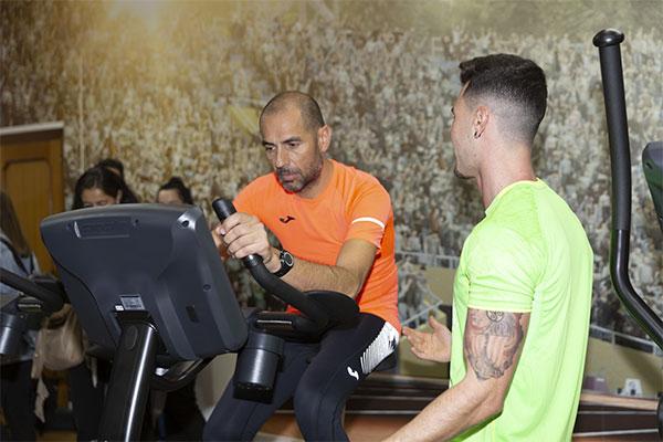 Joma instala un gimnasio para los empleados en su sede central