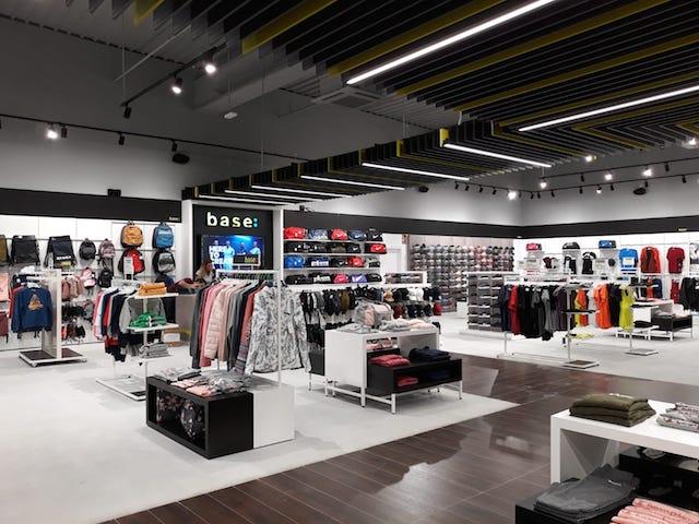 La nueva tienda de Base en Almería apuesta por la omnicanalidad