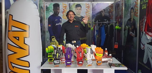 """Rinat considera que el portero de fútbol demanda """"exclusividad e innovación"""""""