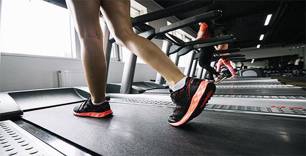Correr en cinta: Pros y contras