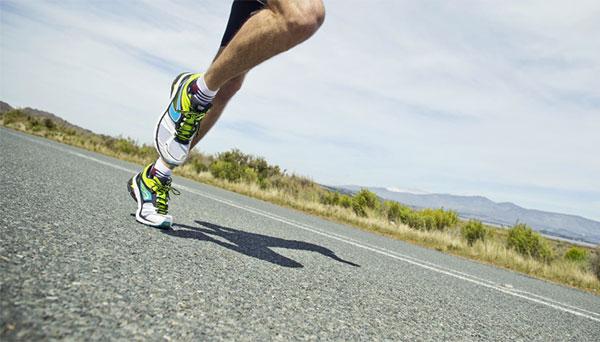 ¿Cómo influye la fuerza de reacción del suelo cuando corremos?