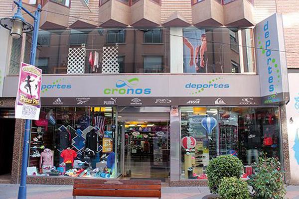 Deportes Cronos aumenta la cifra de tiendas en sus dos divisiones