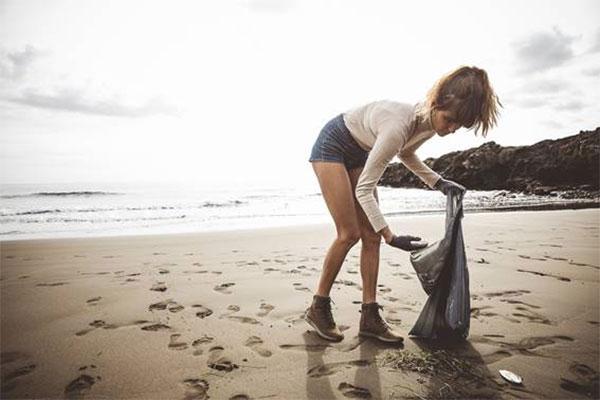 Reef impulsa una campaña de limpieza de playas en Tenerife