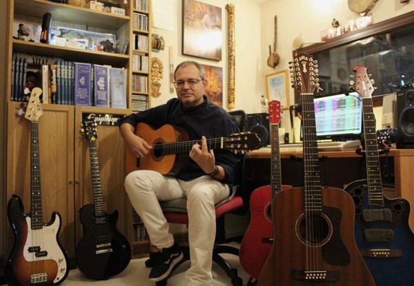 Deportes Cronos prepara la 'banda sonora' de sus tiendas