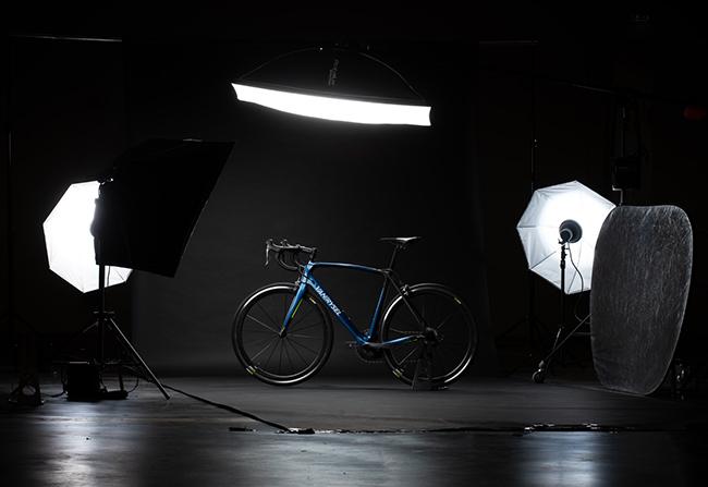 Decathlon lanza una nueva marca de ciclismo para gama alta de carretera