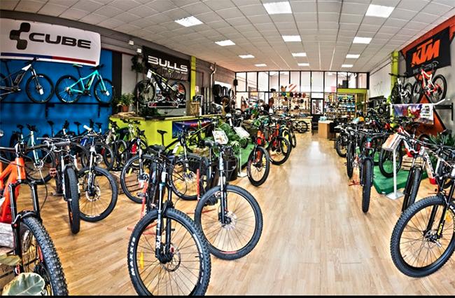Roban 50 bicicletas eléctricas de gama alta en la tienda Ecoebike