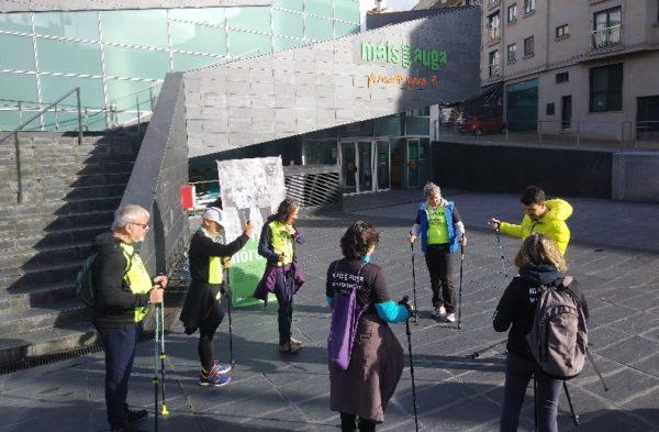 Máis que Auga incorpora la marcha nórdica en sus clases al aire libre