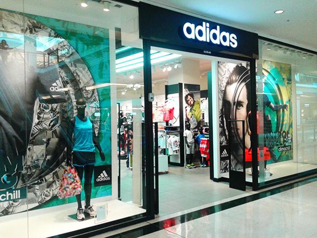 Adidas cierra temporalmente 19 tiendas en la Península