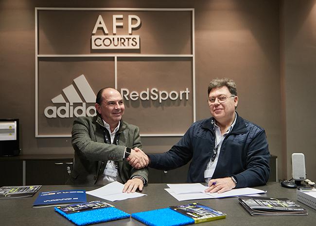 Acuerdo de All For Padel y Mondo para equipar el césped de las pistas de pádel Adidas