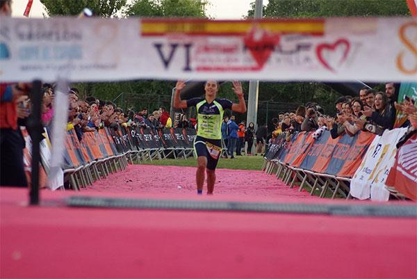 800 triatletas participan en la primera parada de la Copa de España de MD