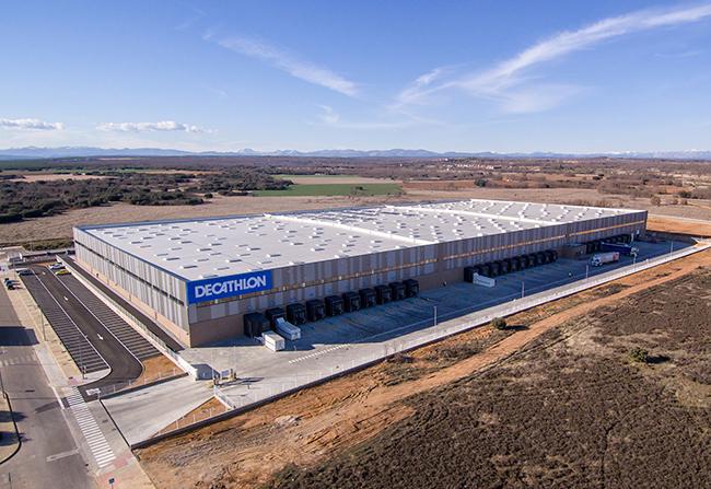 Decathlon refuerza su logística en España con la apertura del nuevo centro de León