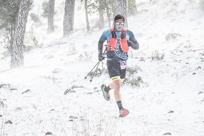La lluvia y la nieve ponen a prueba a los participantes del Lurbel Mountain Festival