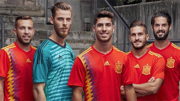 """Adidas anuncia """"medidas"""" si no se cumple el acuerdo con la Federación de Fútbol"""