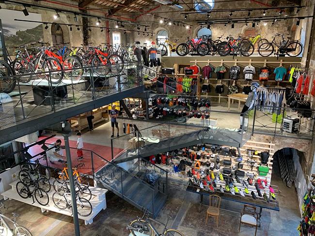 Biciescapa inaugura su nueva tienda de Girona