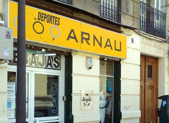 La histórica tienda Deportes Arnau cierra después de 67 años de trayectoria