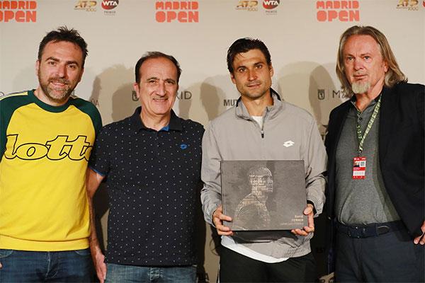 Lotto homenajea al tenista David Ferrer con un libro fotográfico