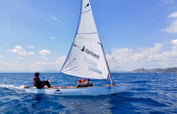 Los ventarrones del Golfo de León fuerzan a Ignasi Sagristá a poner rizos