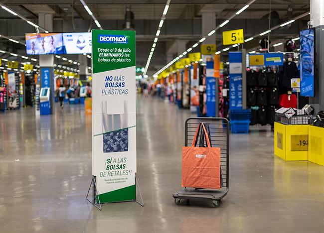 Decathlon eliminará las bolsas de plástico y papel de todas sus tiendas
