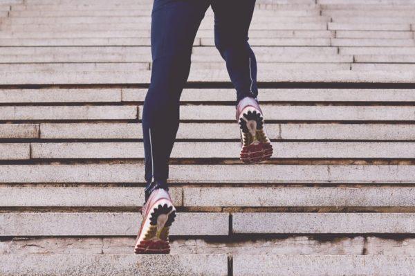 Cinco ejercicios para mantener tu cardio durante las vacaciones