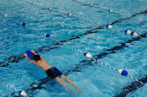 """Denuncian que existe """"mucho intrusismo"""" en las piscinas"""