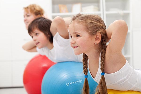 Aerobic&Fitness diseña un entrenamiento con equipamiento fitness para niños