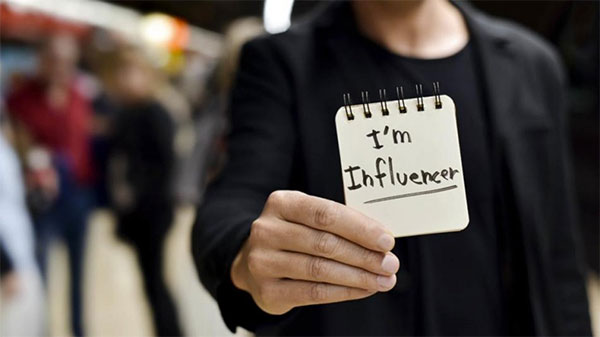 Cinco pistas para detectar a un falso influencer