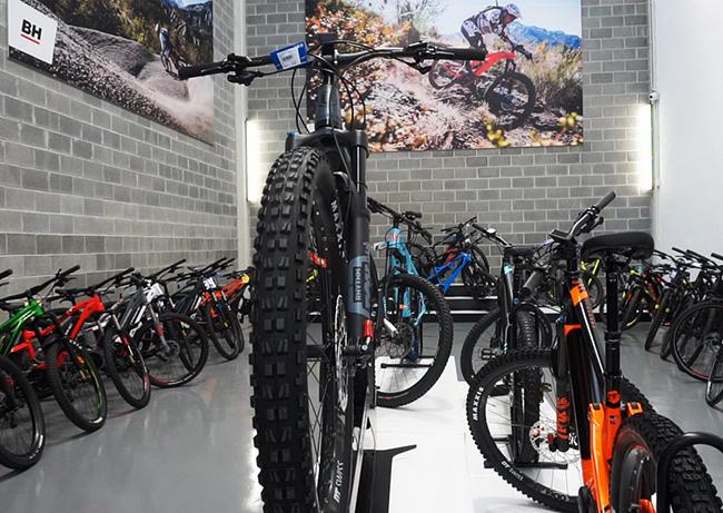Oiartzun Bike abre la tienda de eléctricas más grande de España