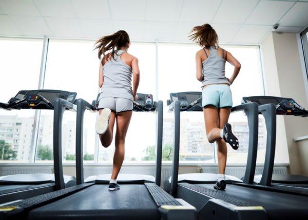 Usar la cinta de correr alivia el dolor menstrual