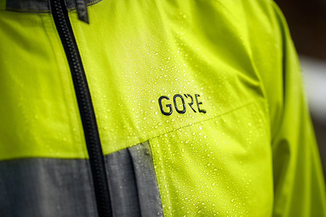 Gore Wear lanza dos nuevas chaquetas de mountain bike