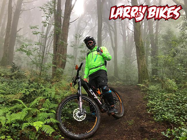 Larry Bikes organiza un fin de semana de Enduro y Kitesurf en Portugal