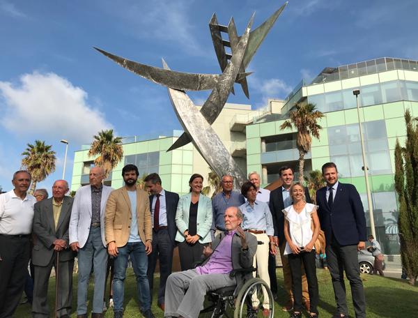 El monumento al patín a vela vuelve a surcar los vientos de Barcelona