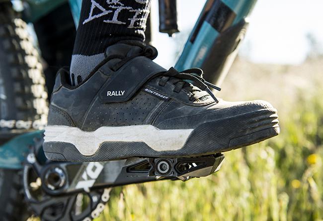 Bontrager lanza sus primeras zapatillas de montaña de suela plana con calas